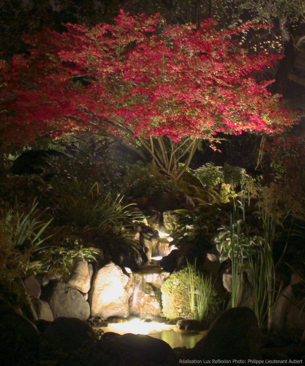 Éclairage paysager, cascade
