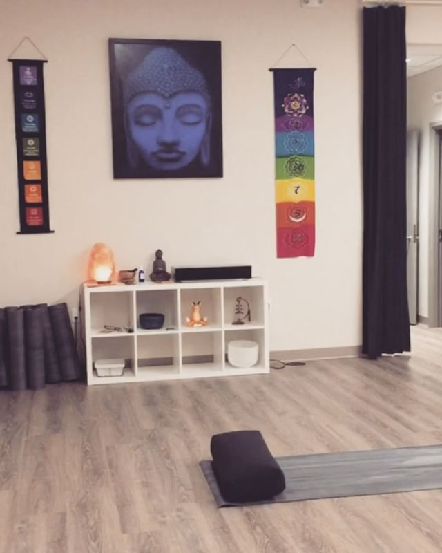Finding Your Way To Us // 👣🔎 . . . Natural Healing Centre is a little hidden gem 💎 Use these videos to find your way straight into our studio from both entrances 💕🤗 . . . See you there! 😘 . . . @naturalhealingcentre #directions #shopsatdonmills #yogastudiotoronto #pilatestoronto #yoga #piates #meditationtoronto #meditation #taichitoronto #taichi #donmills #yogadonmills #pilatesdonmills #meditationdonmills #findyourinnerpeace #hyperlapse