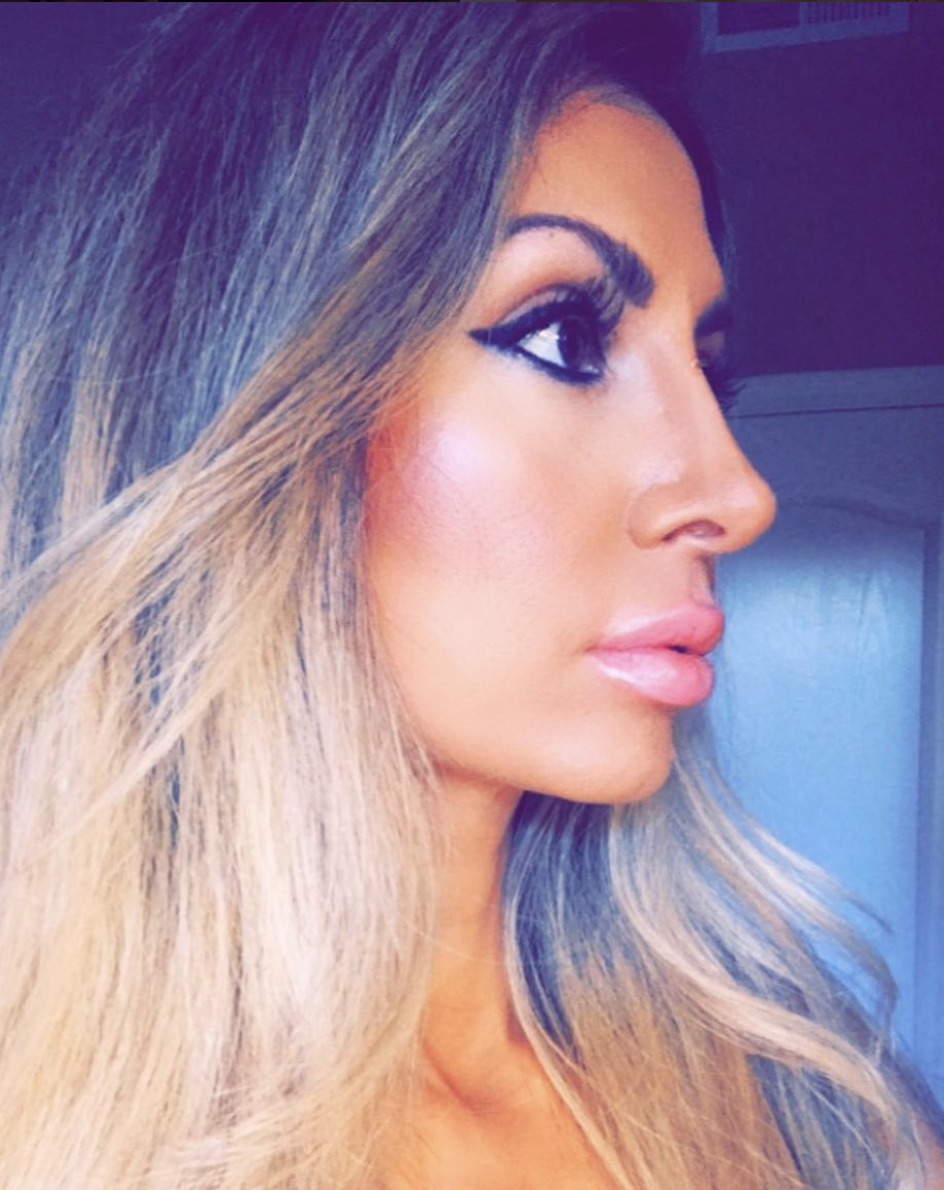 Asal Daoudi - @mirrorsofglamAsal is a professionally trained Bay Area makeup artist with over a decade of experience. She loves makeup and believes true beauty starts on the inside when you connect with the best version of yourself.