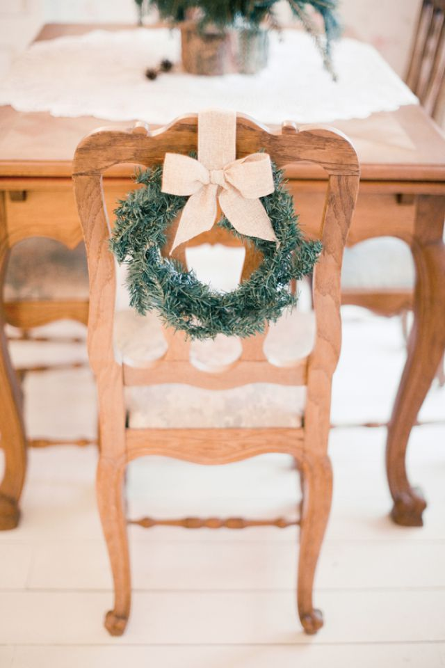 holiday-decorating-ideas-wreath-chair.jpg