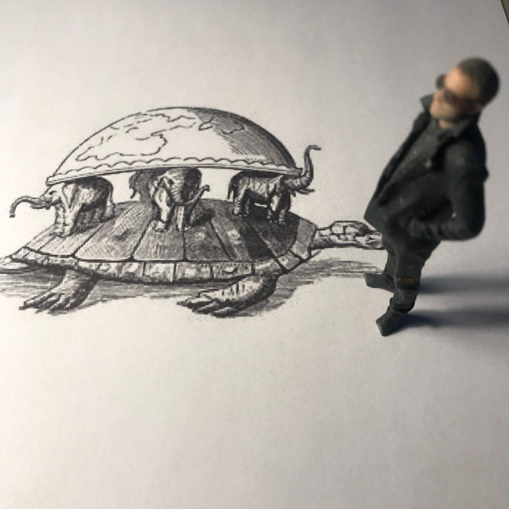 Mini-Aron och Chukwa Världssköldpaddan hänger en lördagsförmiddag på ett A4-papper vid Gärdet i Stockholm januari 2018.