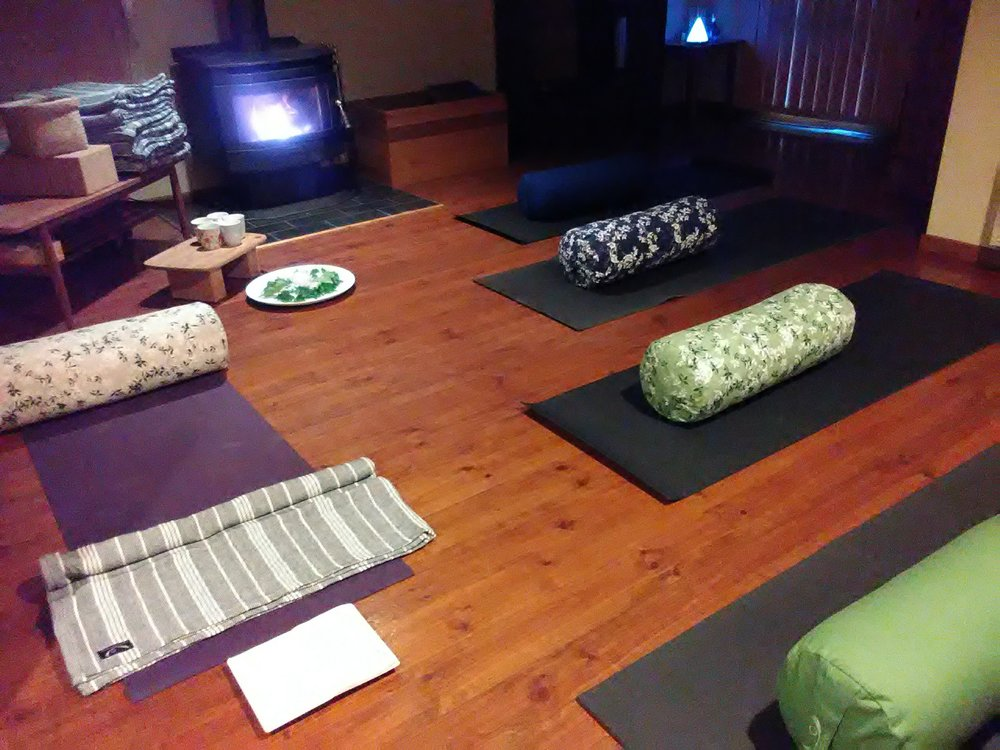 Endeavour Hills Home Studio - PT for the MindExperienced Level 1 Registered Yoga TeacherSmall group yoga classes.Yoga mats & props supplied.All eco-friendly and ethically sourced yoga equipment from Stretch Now.