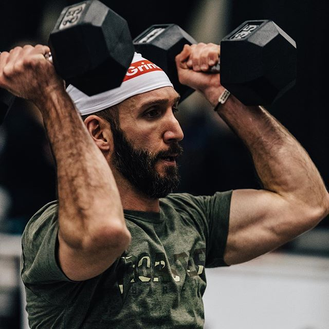 Looking ahead to the rest of the week but still riding the high from competition weekend 📸 @doooker #roguewinterclassic #crossfit #crossfitcompetition #ryourogue #roguefitness #functionalfitness #crossfitter #dumbbells