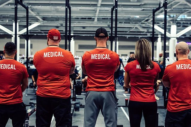 As we gear up for the holidays, we're even more aware of everything we are thankful for. We had a fantastic event this year, filled with skilled athletes and selfless volunteers. We appreciate each and every one of you from the bottom of our hearts. Thanks especially to these medical volunteers for making sure we all stay safe and sound while putting our bodies and minds to the test ♥️ #youdarealMVP #roguewinterclassic #medical #crossfit #crossfithealth #crossfitcompetition #love #instagood #ryourogue #roguefitness 📸 @doooker
