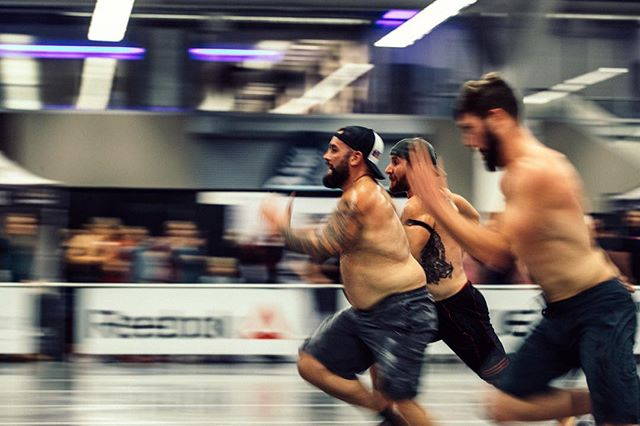 Running into the new year like... 🏃🏻‍♂️💨 We're already hard at work planning this year's #roguewinterclassic! We want to make sure athletes of ALL levels get the chance to experience a professional, well-run competition that makes you feel like you're stepping out onto the floor at the #crossfitgames. What would you like to see at this year's comp?? Tag your workout partner and let us know in the comments below! 📸 @doooker #ryourogue #roguefitness #crossfit #crossfitcompetition #winteriscoming