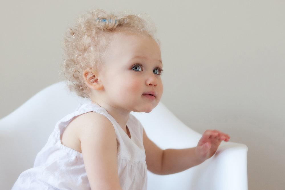 blonde-hair-girl-with-big-blue-eyes.jpg