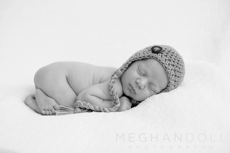 sleepy-newborn-in-sweet-knit-hat