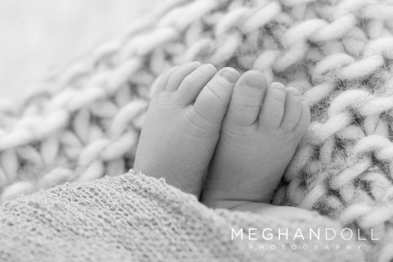tiny-newborn-baby-toes
