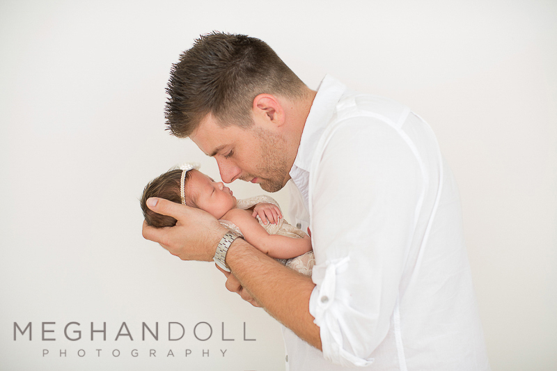 dad-touches-noses-with-new-daughter