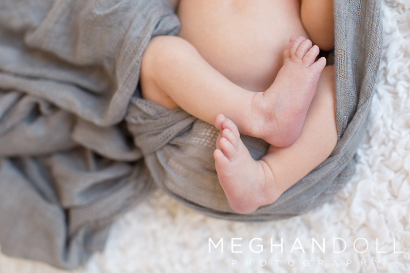 sweet-little-newborn-boy-toes