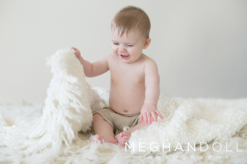 six-month-old-boy-plays-with-blanket