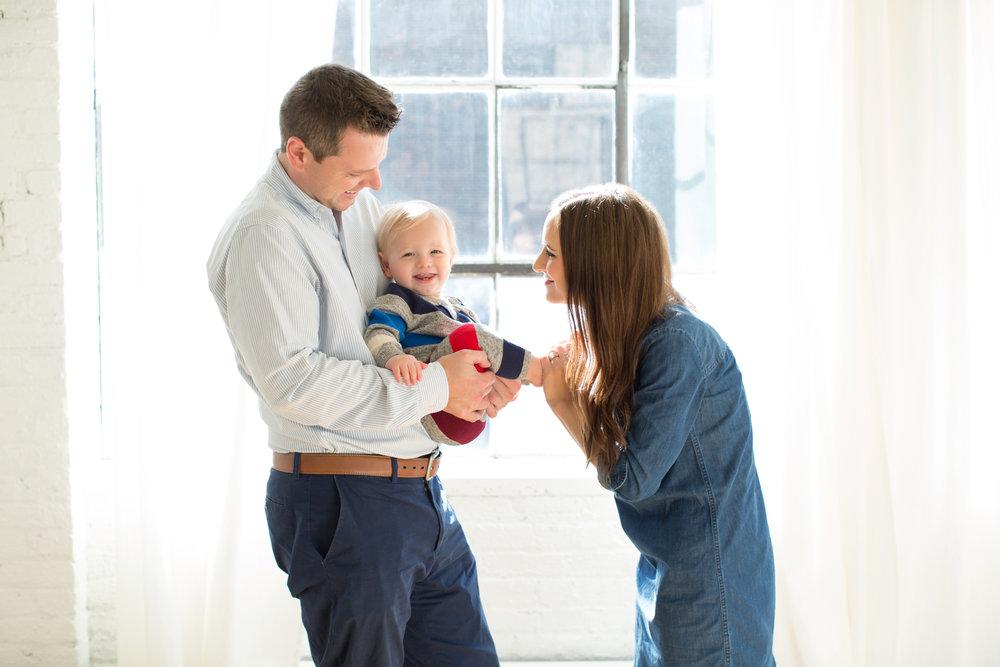happy_sunny_family.jpg
