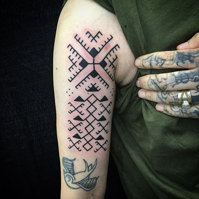 Start to something good with @saadmacauley thanks for everything. Wanna do more like this email jcentral215@gmail.com for appointment. #philadelphia #johnnykelly #omkaratattoo #tribal #blackwork