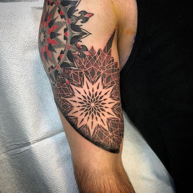 Realistic, mandala, rose, tiger... Thanks for seeking y'all, I appreciate you @qabstar #johnnykelly #philadelphia #omkaratattoo #sacredgeometry #blackwork #mandala #mandolla