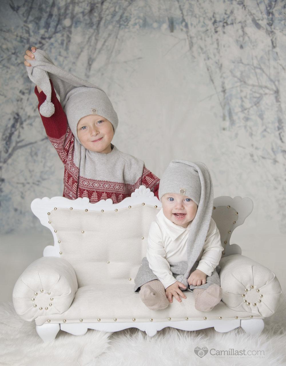 Slik vil oppsettet/bakgrunnen bli på årets bilder. Perfekt for 1-4 barn. Det er mulig å sette inn krakk/stol, liten trekasse etc ut i fra alder og antall barn om man vil ikke bruke denne sofaen.