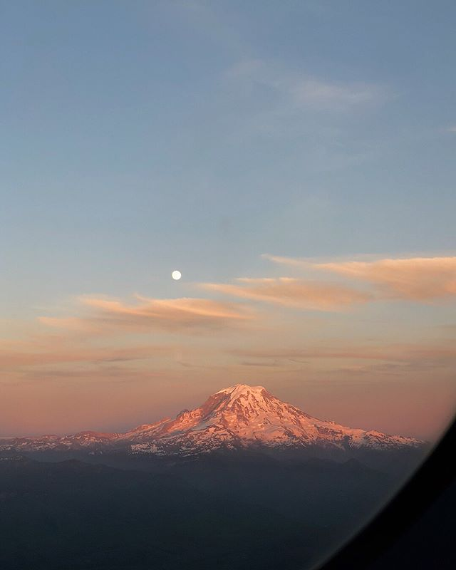 Mt Rainier never ceases to amaze me. It's so beautiful that if it erupted one day I'd die watching it 💕🌋💯