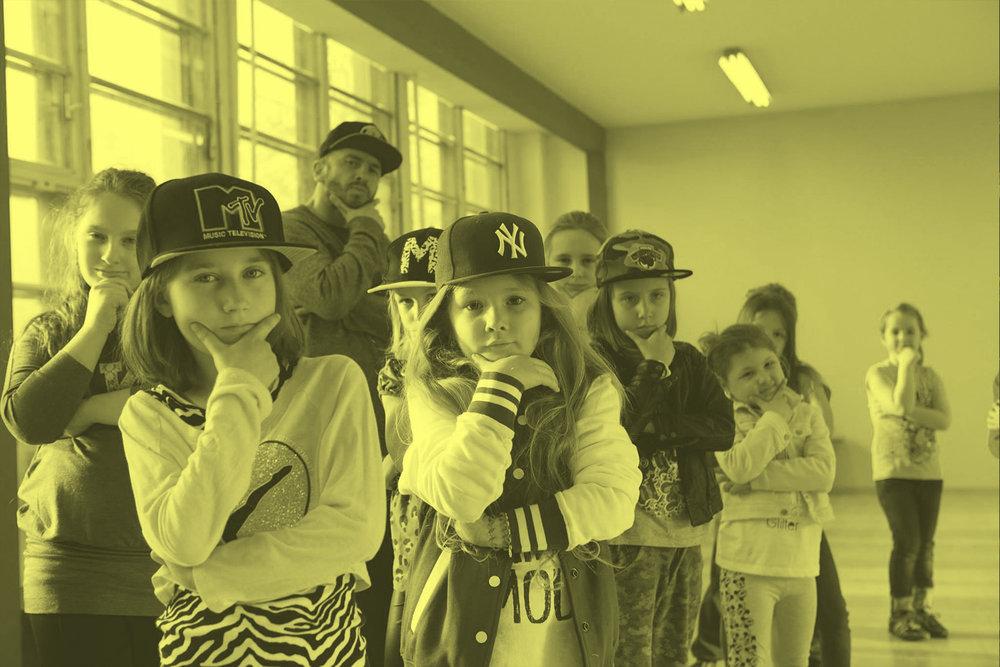 Hip Hop Deti - Naša najmladšia skupina je určená hlavne pre deti od 6 do 10 rokov. Pravidelne robíme choreografie, ale zostane nám čas aj na freestyle. Aj popri zábave sa toho dá veľa naučiť!
