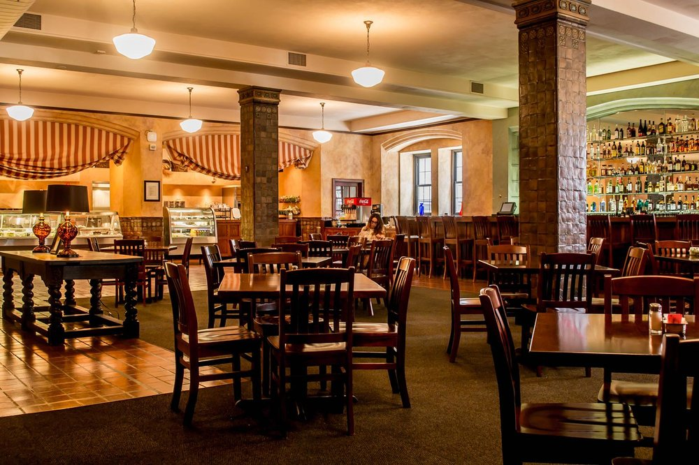 Butler's Café  Located on the second floor of the Saint Paul Athletic Club, Butler's Café hosts all Hotel 340 guests for complimentary continental breakfast each morning from 6 am to 11 am.  This event space transforms to host groups of up to 150 guests. Guests can enjoy modern updates such as a high-definition projector and a drop down screen, perfect for any social gathering or business meeting.    Butlers can accommodate:  120 guests | rounds of 10  150 guests | reception style  Butlers Back Room can accommodate:  16 guests | solid rectangle