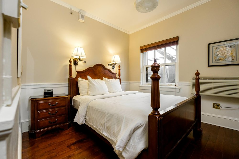 1000 Bedroom.jpg