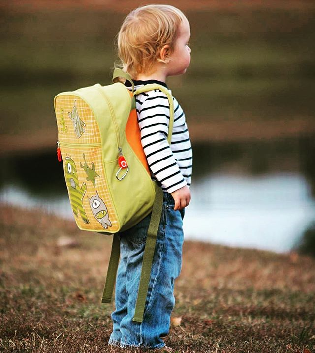 back 2 sChOOL!!!🚌✂️🖍 Come shop our favorite backpacks & more!!! #school #backpack #backtoschool #kids #fun #summer #toys #toystore #shop