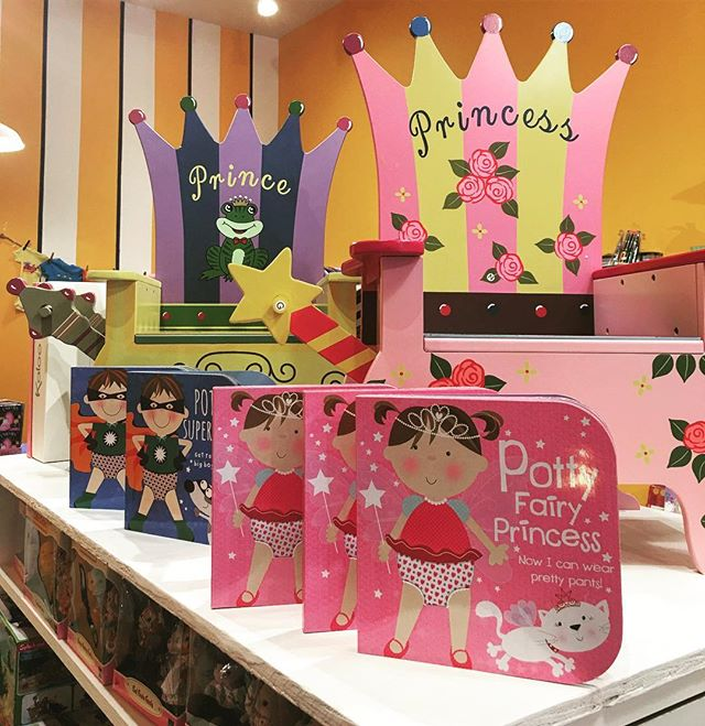 Royal thrones for your favorite little prince or princess! 💕👑🤴👸🚽#whatchamacallits #toystore #palmbeach #royal #princess #prince #kids #potty #books #learn #grow #cute #interiordesign #kids #baby #mom