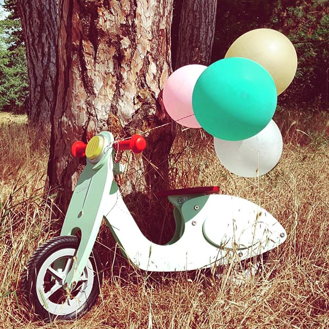 Beep Beep!!!!🛵🚦🛣Cruise around town in this adorable mini moped! #moped #kids #car #toys #toy #woodentoys #janod #beepbeep #toystore #palmbeach #florida #floridalife #kidlife #momlife #fun 📸 @janod_officiel ❤️