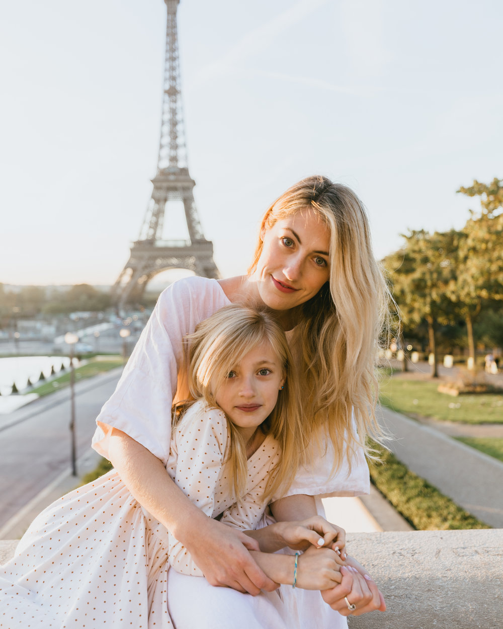 mother daughter photo shoot in paris