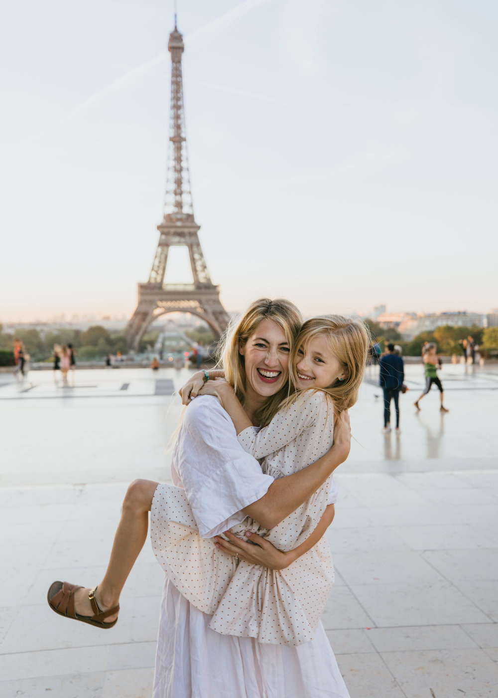 mother daughter photo shoot in paris france