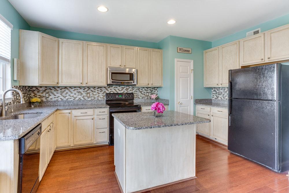 326 Baish Dr SE Leesburg VA-print-013-19-Kitchen-4200x2800-300dpi.jpg