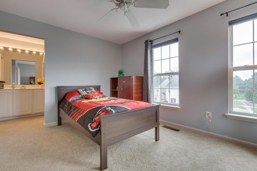 42840 Cedar Hedge St Chantilly-print-028-19-Bedroom 1-4200x2800-300dpi.jpg