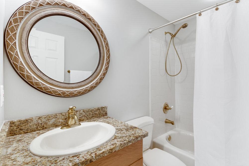 21514 Plymouth Pl Ashburn VA-print-083-93-Bathroom-4200x2800-300dpi.jpg