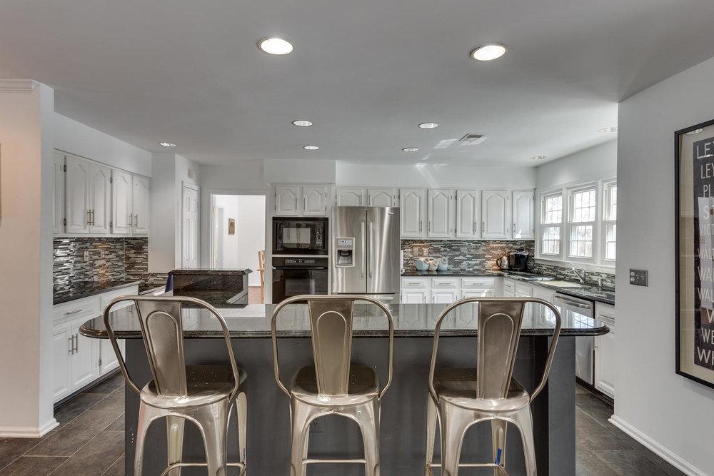 2967 Franklin Oaks Dr Herndon-large-021-57-Kitchen-1500x1000-72dpi.jpg
