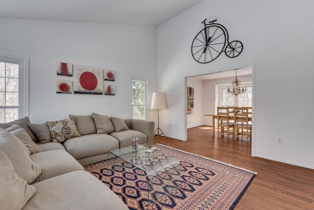 2967 Franklin Oaks Dr Herndon-large-010-15-Living Room-1500x1000-72dpi.jpg