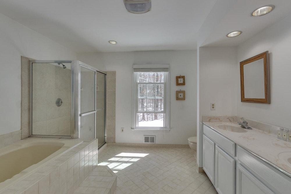 2967 Franklin Oaks Dr Herndon-large-042-35-Master Bath-1500x1000-72dpi.jpg