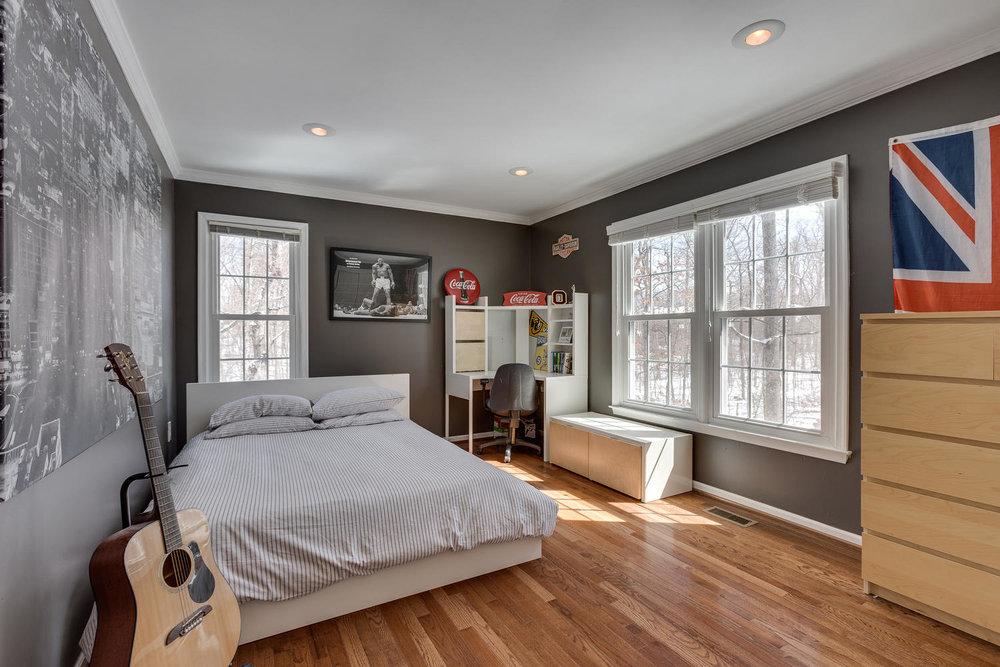 2967 Franklin Oaks Dr Herndon-large-044-38-Bedroom 2-1500x1000-72dpi.jpg