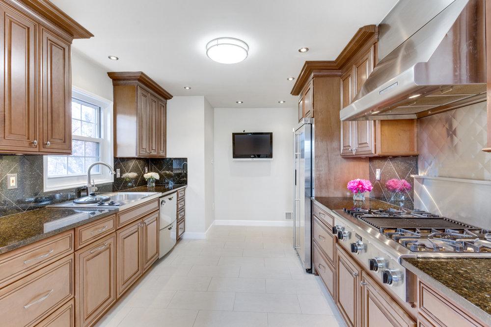 6320 Manchester Way Alexandria-print-033-84-Kitchen-4200x2800-300dpi.jpg