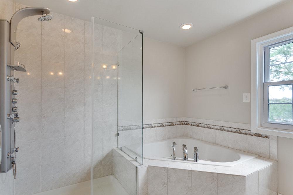 6320 Manchester Way Alexandria-print-053-45-Bathroom-4200x2800-300dpi.jpg