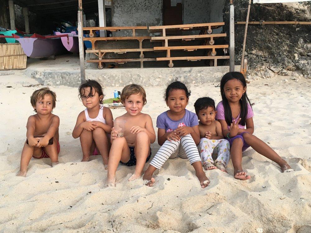 Con amigos en Uluwatu, Bali.