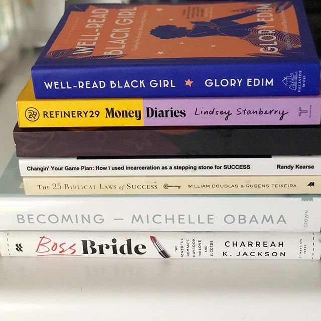 I'm almost finished with my end of the year book list! Four down, three to go! Up next, @michelleobama Becoming! Comment below and tell me what you are reading! 👇🏾👇🏾👇🏾