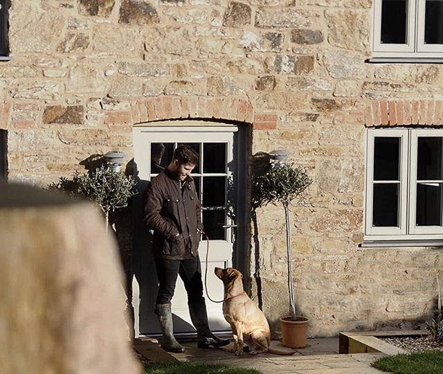 At Barnwell we know how important a stay with the whole family is, including our canine companions. New on the blog this week read about  our doggy friendly home stay and cosy beds by @gracielupetskidshome {link in bio} . . . #dogfriendly #cornwall #barnwellcottage #cornish #homestay #foxredlab #barbourjacket #staycation #instatravel #dog #bloggerlife #booknow #caninelover #familyholiday #lovenewquay #dogwalkerlife