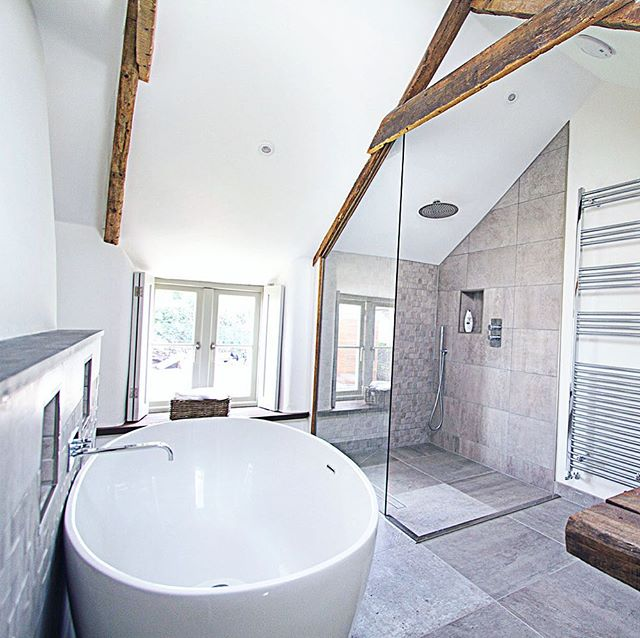 Rinse salty sun-kissed skin in this luxurious bath and shower room and soak away the days exertions 🙏🏼 . . . #bathroom #luxurylifestyle #soak #walkinshower #bathroomgoals #countrycottage #luxurystay #barnwellcottage #cornwall #beachlife