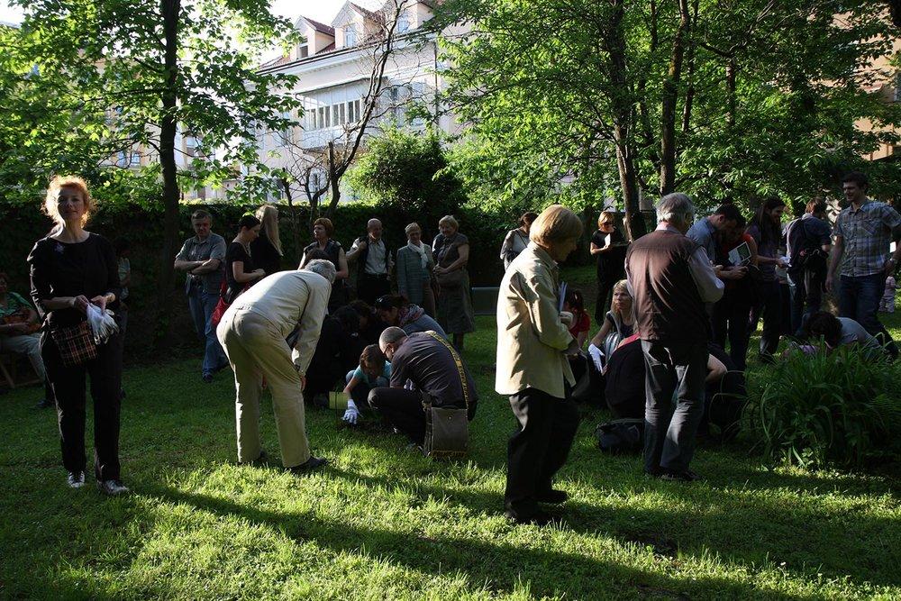 Embryo Garden , 2012, urban intervention/ installation and participative performance, garden signs design: Tina Brezovnik, photos: Polona Pibernik, Peter Škrlep, Samo Geršak
