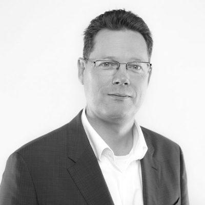Marcel de Vries - Marcel er Co-Founder og CTO i Xpirit. Han bruker mesteparten av sin tid til å se på hvordan ny teknologi, endring i eksisterende mindset og nye arbeidsmåter kan være med å hjelpe organisasjoner med softwareutvikling. Marcel i over 10 år vært Microsoft ALM MVP, og har vært Microsoft Regional Director siden 2008.