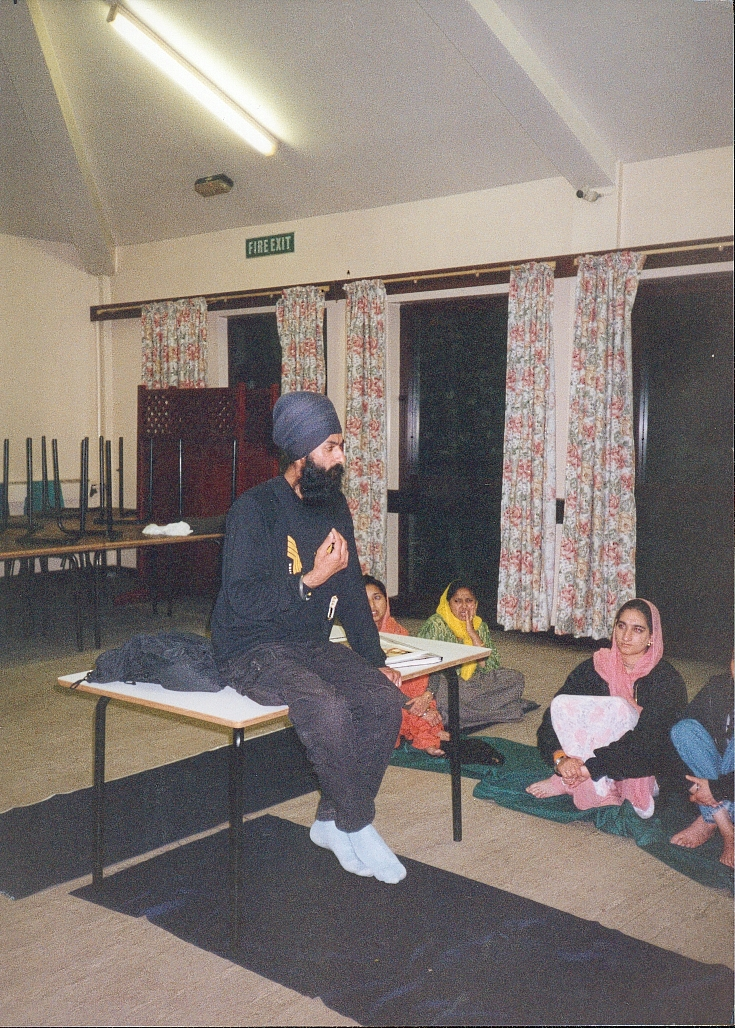 Captivating BOSS Sikhi Camp attendees at the first camp in 1996