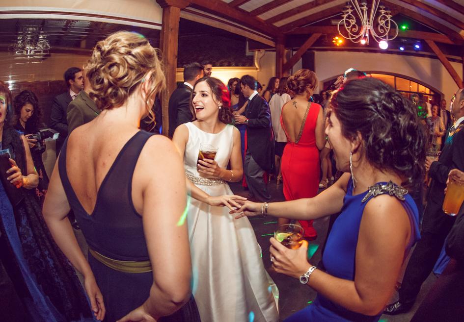 novia y unas invitadas