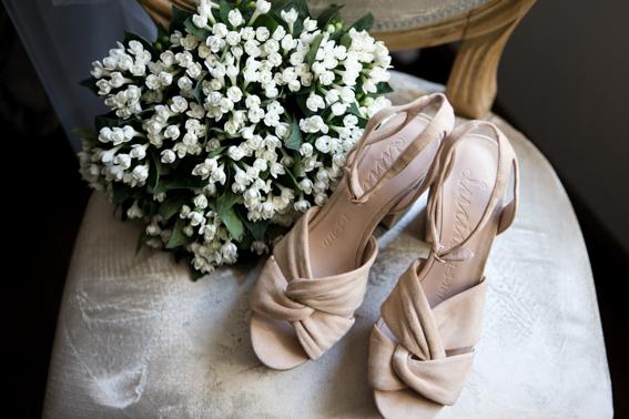 ramo de novia y zapatos de boda