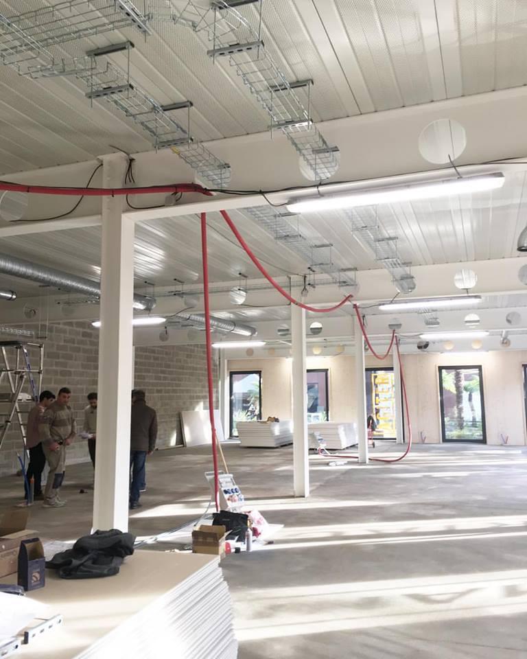 Chairwood & Design Act - Ecole de design, DESIGN ACT est avant tout un lieu de rencontre, fédérateur entre l'agence SAGUEZ & PARTNERS, les entreprises, les étudiants et la ville de Saint-Ouen.