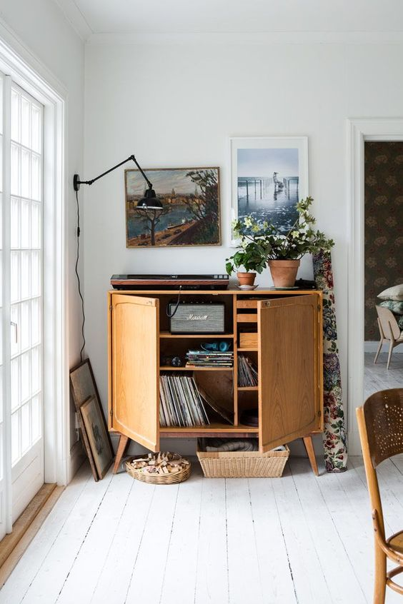 wooden-record-player-storage.jpg