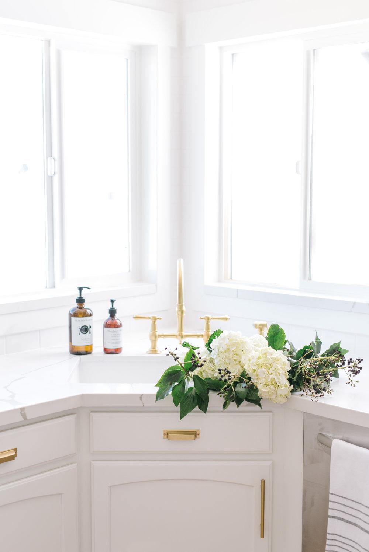 Ktichen faucet and sink.jpg