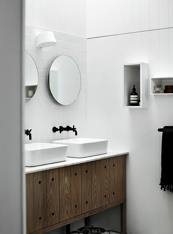 my-paradissi-black-fixtures-in-the-bathroom-whiting-architects-01.jpg